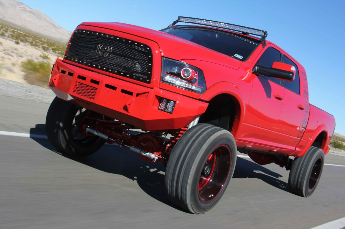 2014-ram-2500-4x4-mega-cab-short-bed