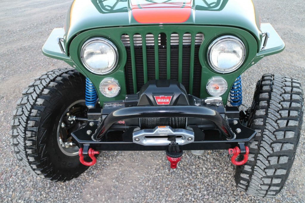 A front stubby bumper, from GenRight, offers maximum tire contact when wheeling in the rocks.