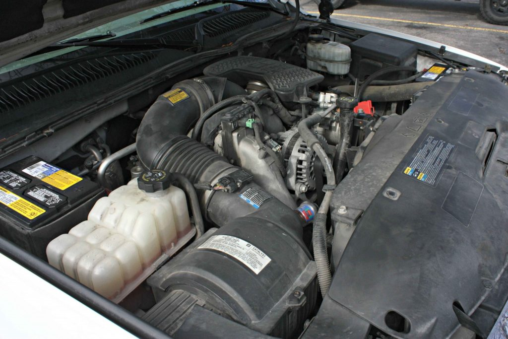 While this 2006 Chevrolet LBZ Duramax is completely bone stock under the hood, right down to the factory air intake