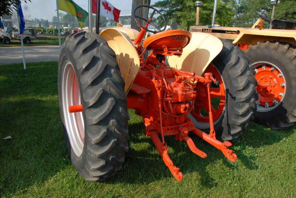 "This 1955 401 rowcrop has the adjustable rear wheel track, the ""Eagle"" three-point hitch, and hydraulic system, but is lacking either the rear shaft PTO or center belt PTO. That's somewhat unusual in a general-purpose tractor, where PTO work is often a part of the general purpose."