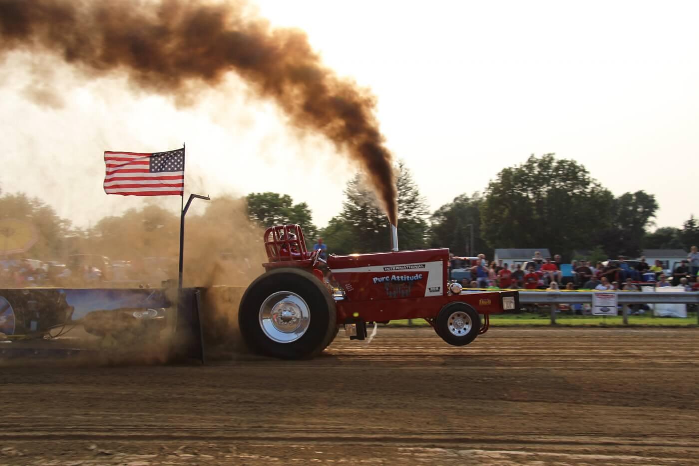 Don Newton's IH666 was one of many red machines taking home wins this year. His 341-foot hook gave him the win in the East Central Iowa Pullers Association's (ECIPA) 6,700-pound Light Limited Super Stock Class.