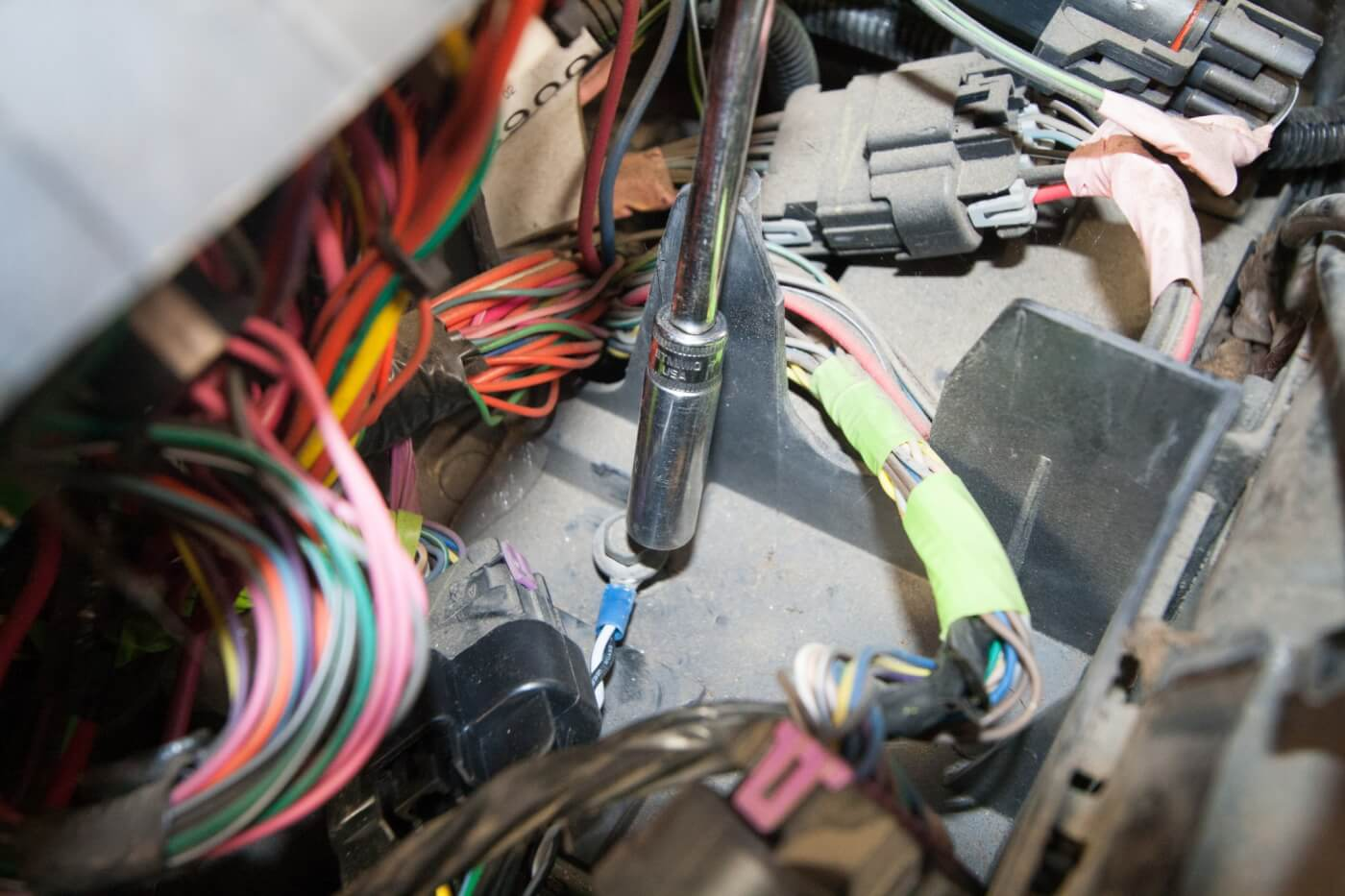 DW 1601 GMBANKS 09 speedbrake installation on a duramax 1974 Chevy Truck Fuse Box Diagram at webbmarketing.co