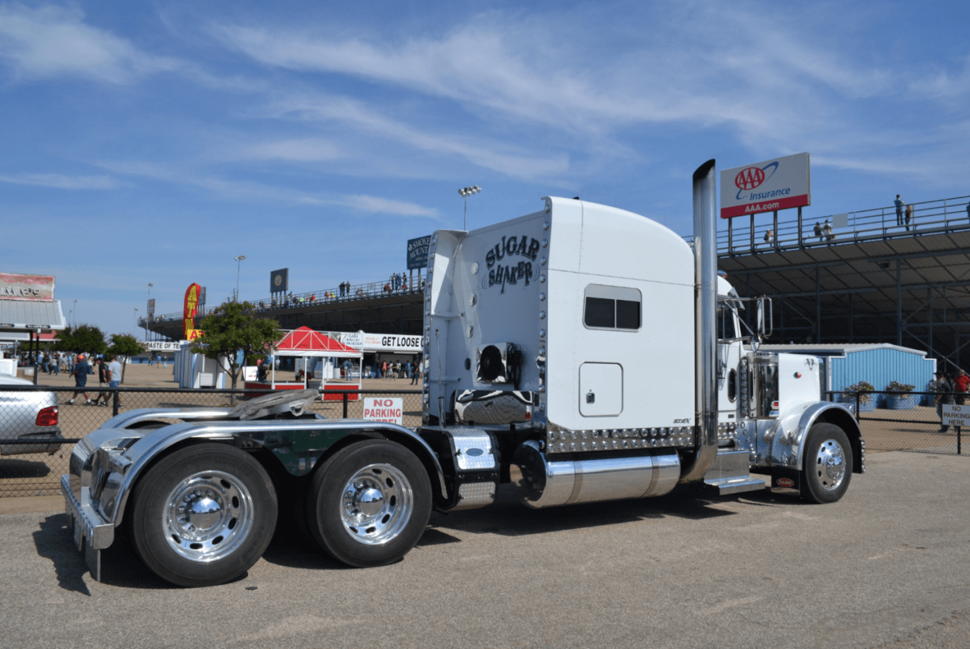 Some of the crowd favorites were in the Big Rig Bracket competition. John Yow, who won the sled pull the night before, proved that big power works on the dragstrip too, taking the win with consistent low 15's at almost 100 mph!