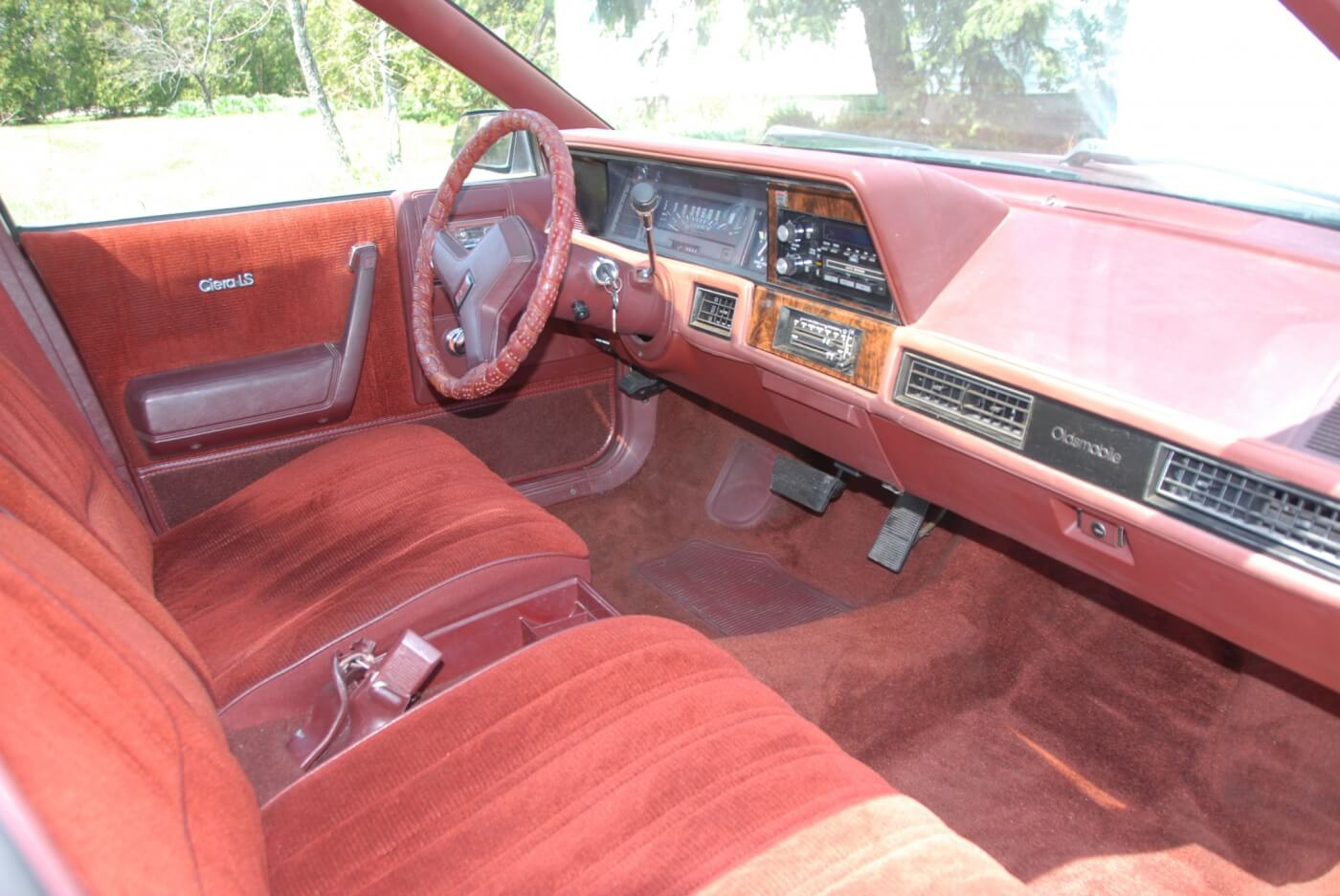 Even though this was the baseline interior, it's not badly appointed. Diesel models had a lot of extra sound deadening to keep them quiet and comfortable. A/C was not standard but this car has it.
