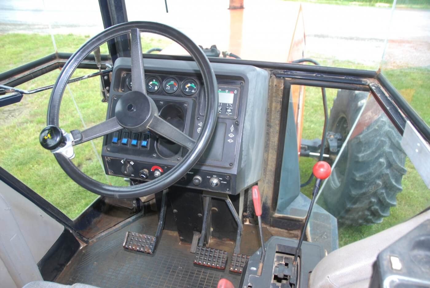 The control layout had a slightly Euro flair to it but still was comprehensible to American farmers. Some of the KHD-built tractors didn't have that quality. The 9190 was in the upper tier of operator comfort and can still hold its own in that regard.