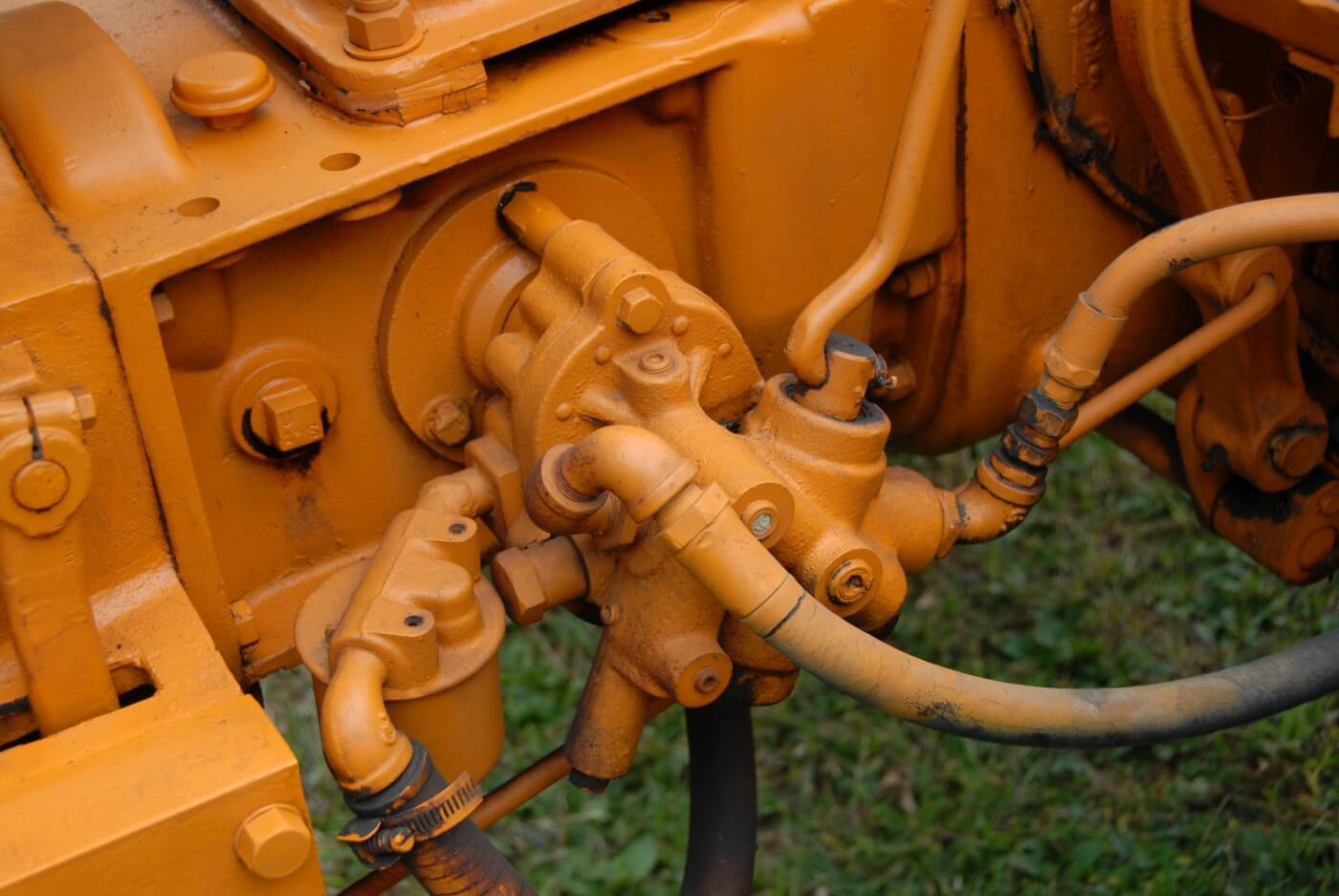 Sheppard had an optional hydraulic system, which was a premium feature in that era. The pump was a transmission driven, 11 GPM unit and capable of up to 1000 psi. The bypass was adjustable to raise or lower the pressure as needed according to the application.
