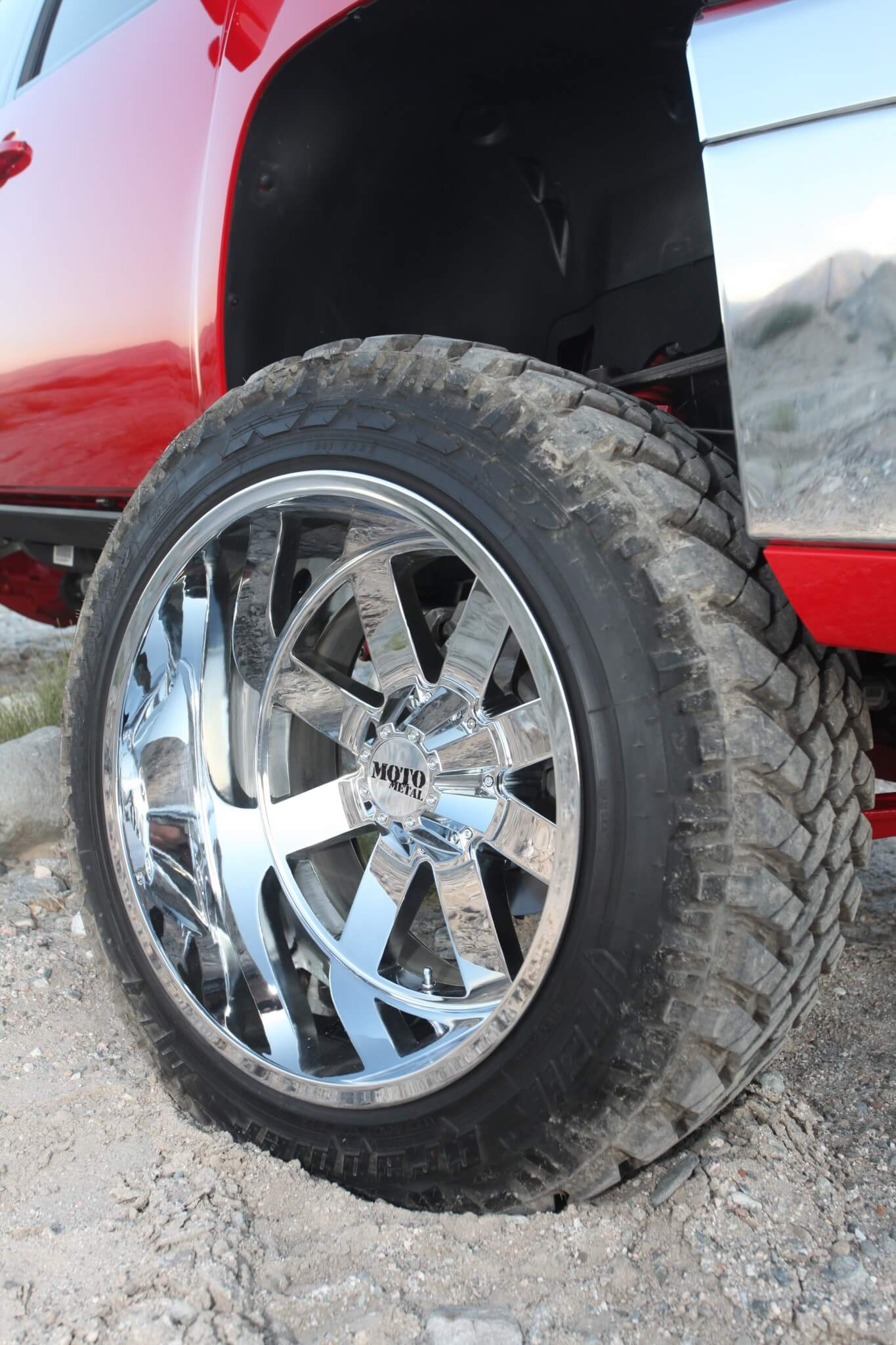 Giving the truck great off-road capabilities are the Nitto Trail Grappler tires have been mounted on eight-spoke Moto Metal 962 wheels.