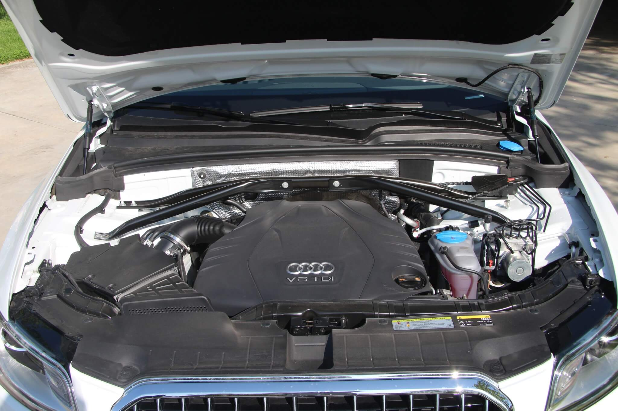 The Q5 TDI is powered by Audi's reliable 3.0L V-6 diesel. This engine produces 240 hp at 3,750-4,000 rpm and 428 lb.-ft. at 1,750-2,250 rpm. It's capable of high performance and high mileage.