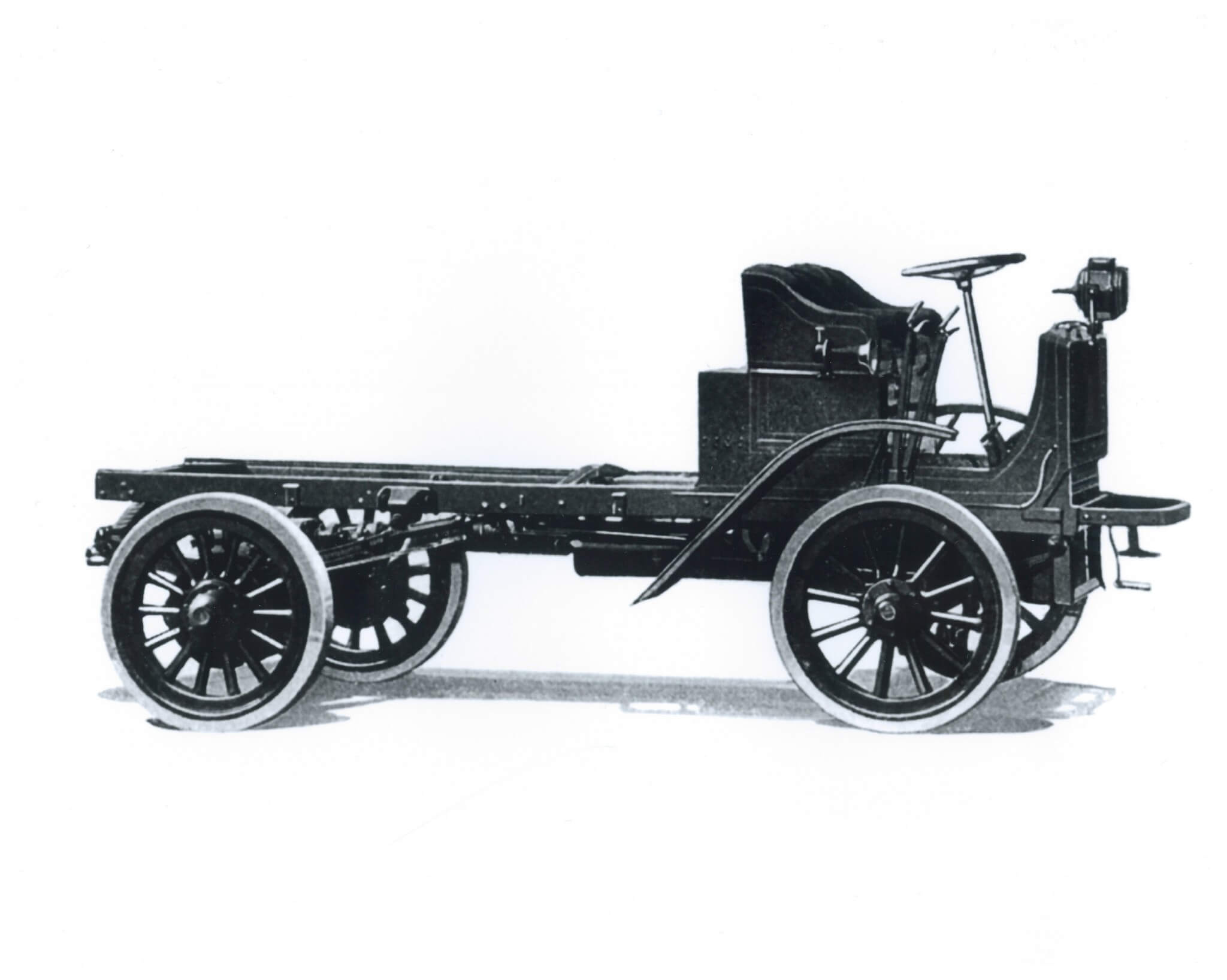 A Type XXI F platform from 1917. Note the inclusion of Autocar's unique driveshaft system as standard. No industry-accepted chain-drive components here.