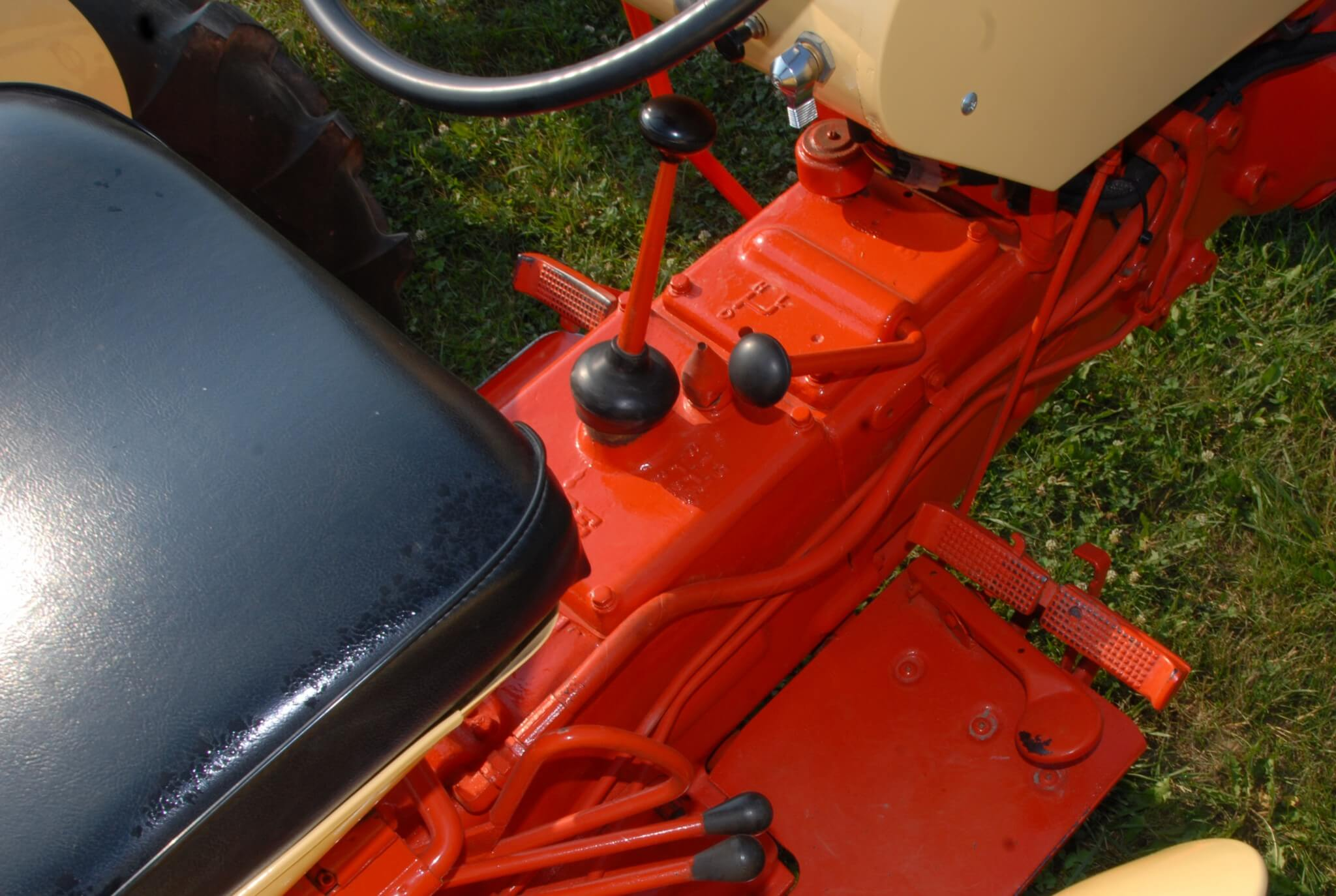 The Tripl-Range three-speed range box was a popular option and most remaining Case tractors of the era have it. The forward lever on the transmission housing is the range control. Moving the shifter fore and aft shifted between Direct and High. From the center position, sliding the lever to the right and forward engaged Low.